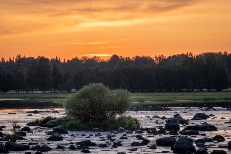 Solnedgång över Dalälven i Gysinge...
